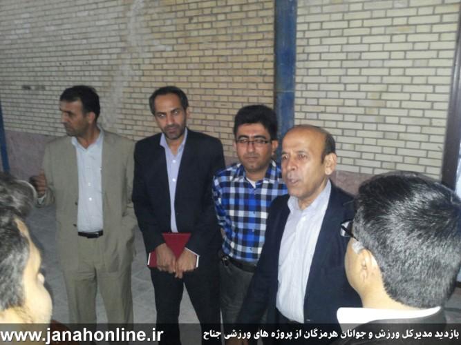 دو وعده مدیرکل ورزش و جوانان درحاشیه بازدید از سالن ورزشی جناح+عکس